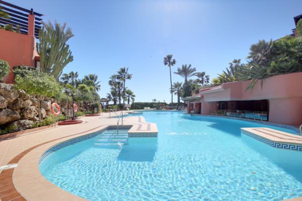 Sold: 3 Bedroom, 3 Bathroom Penthouse in Menara Beach, New Golden Mile, Estepona