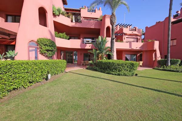 2 Sovrum, 2 Badrum Lägenhet Till Salu i Menara Beach, New Golden Mile