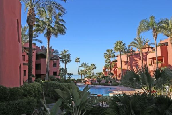 3 Bedroom, 2 Bathroom Apartment For Sale in Menara Beach, Estepona