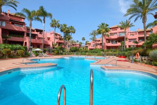 3 Bedroom, 3 Bathroom Apartment For Sale in Menara Beach, Estepona